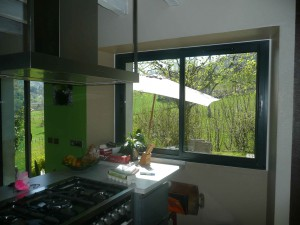 image d'une fenêtre en aluminium
