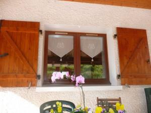 image d'une fenêtre en bois