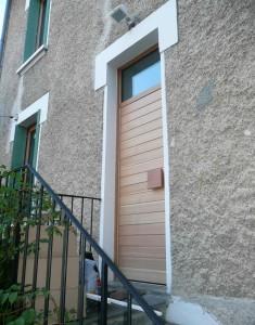 image d'une porte pavillonnaire en composite