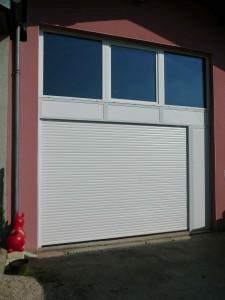 image d'une porte de garage rideau compact